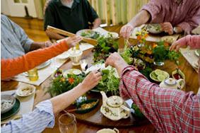 family_dinner_table